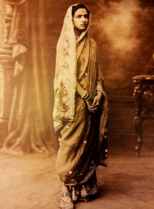 Unidentified Maratha princess in 1930s India. More about her sari and footwear at vintageindianclothing.com