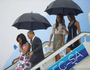 Obamas arrive in Cuba/Pablo Martinez Monsivais AP
